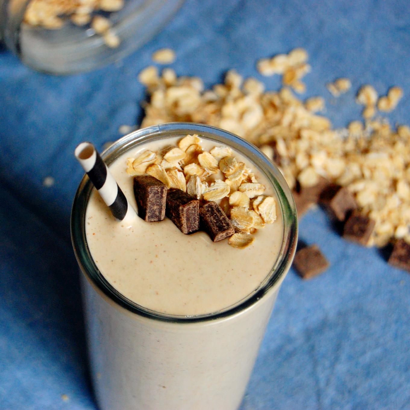 Oatmeal Breakfast Smoothie- tastes like an oatmeal cookie
