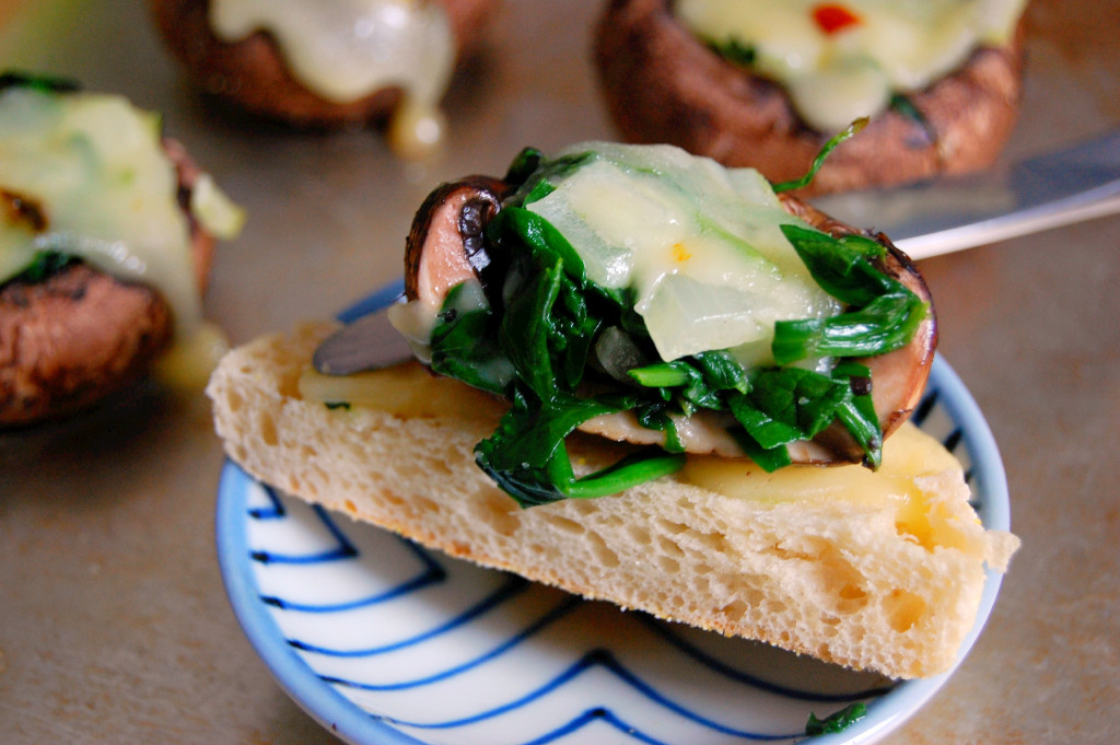 Pepper Jack, Spinach, and Portobello Mushroom Toasts #ad | Uproot from Oregon