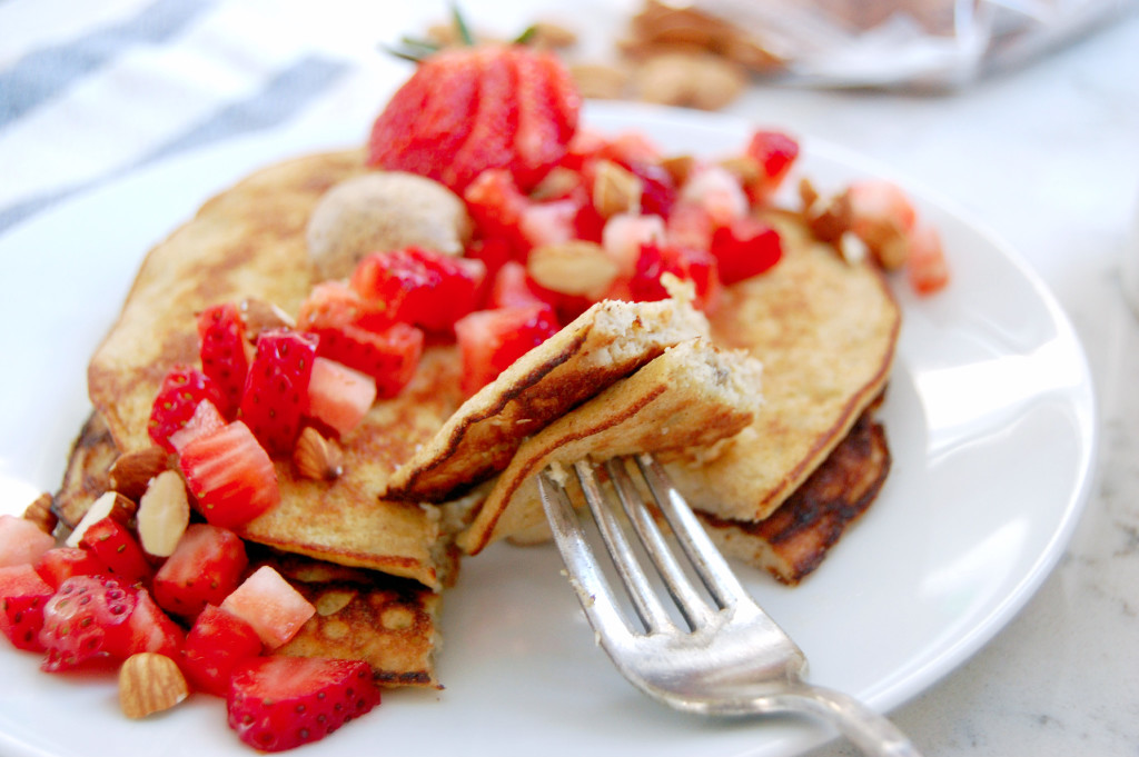 Almond Strawberry Pancakes - just 3 ingredients as the base! Banana, egg, and almond flour #glutenfree - Uproot from Oregon