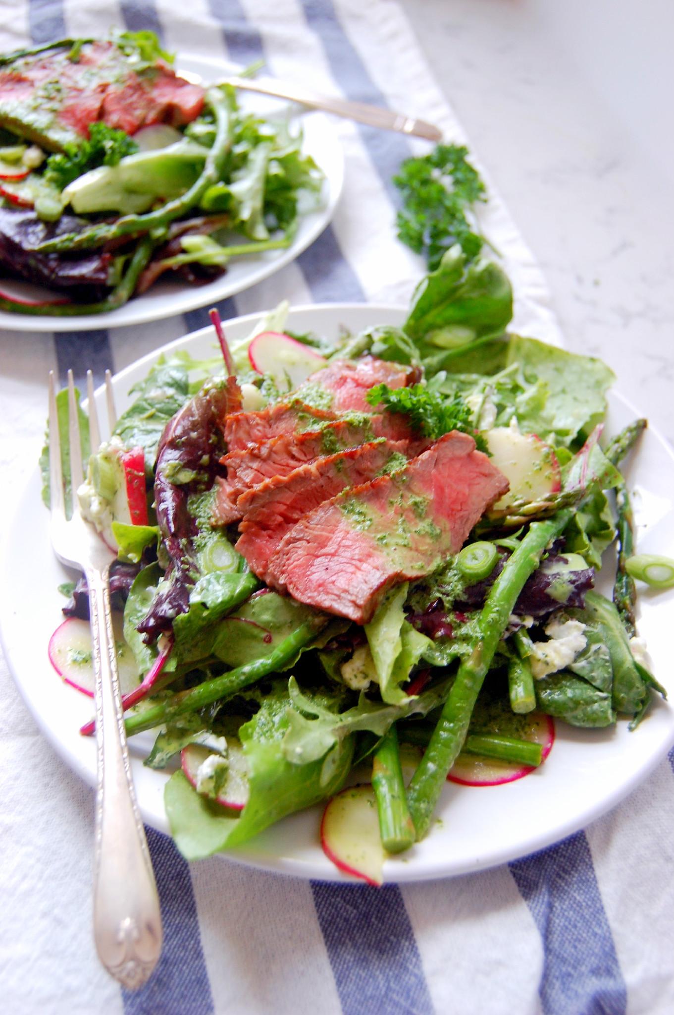 Steak and Asparagus Spring Salad with a lime parsley Greek yogurt dressing | UprootKitchen.com