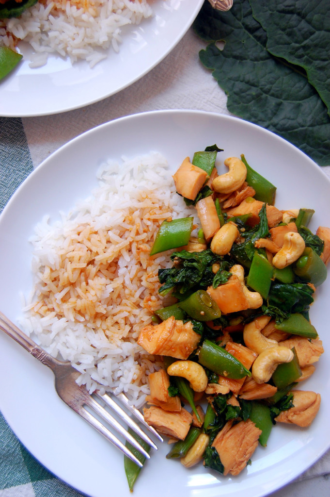 A simple 30 minute dinner that the whole family will love - Chicken Cashew Stir Fry. Serve it over rice or quinoa for a full meal. | uprootfromoregon.com