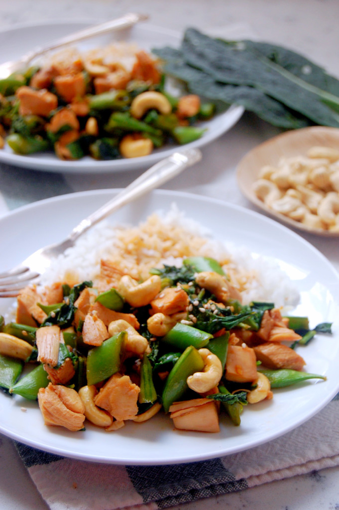 A simple Cashew Chicken Stir Fry recipe, packed with veggies, a simple sauce, and flavorful chicken | uprootfromoregon.com