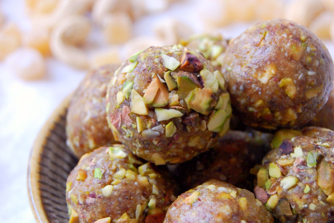 Simple Ginger Pistachio Energy Bites - only 5 ingredients! | uprootfromoregon.com
