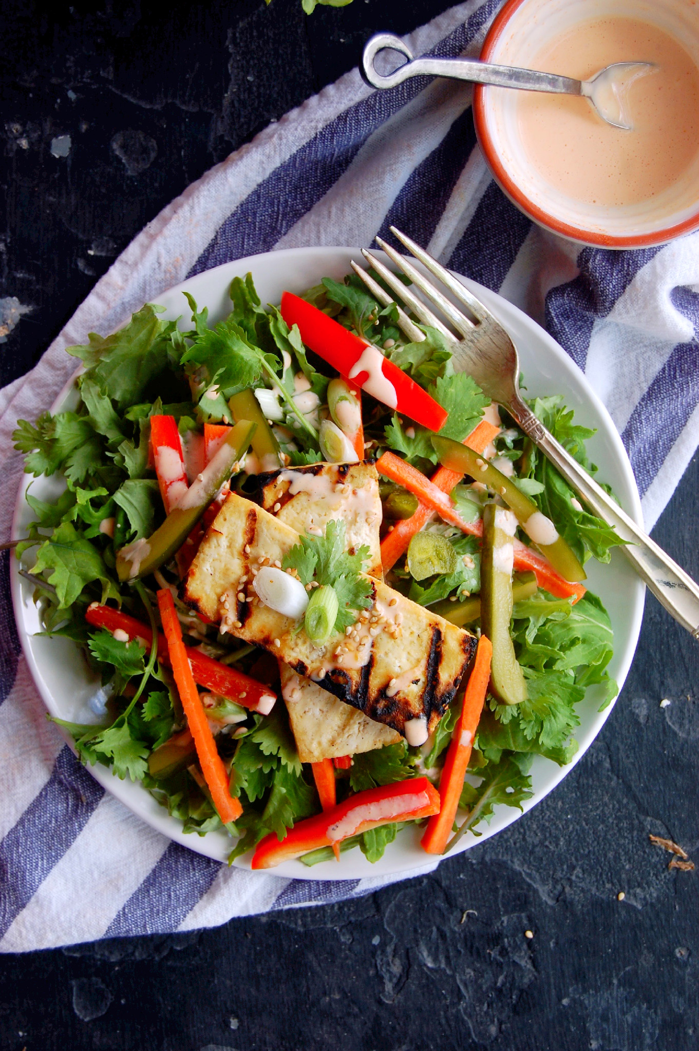 Tofu Banh Mi Salad with Sriracha Greek Yogurt Dressing and Quick Pickled Vegetables #glutenfree | uprootkitchen.com