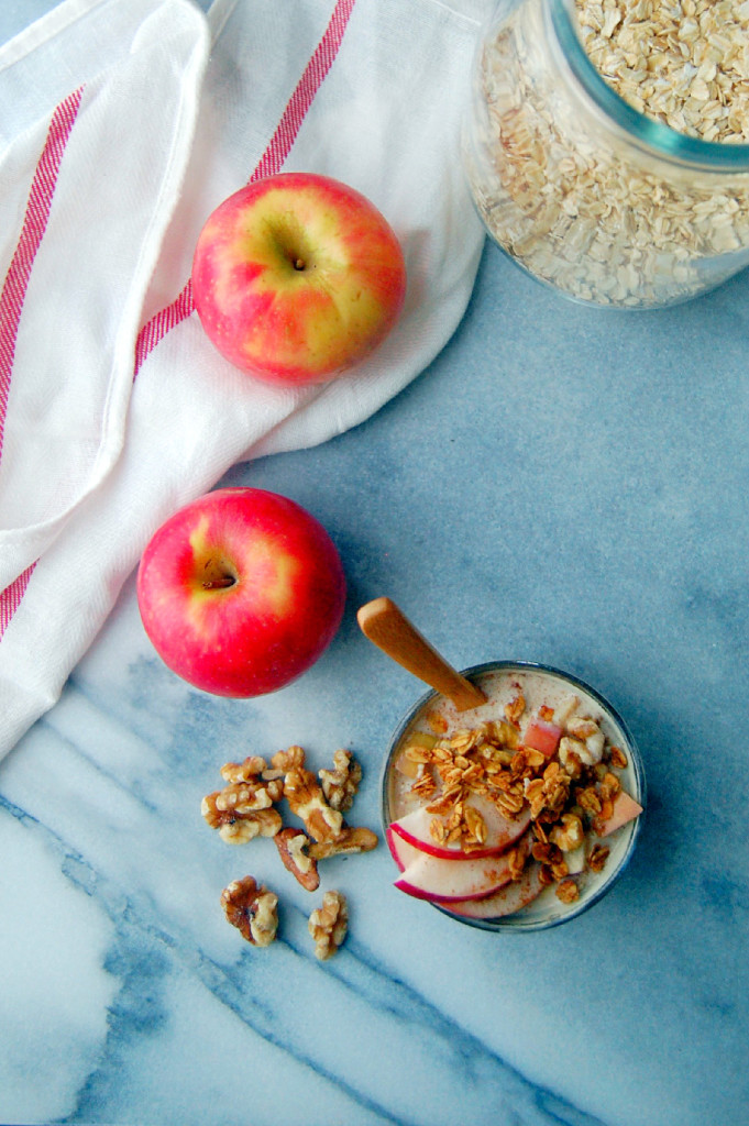 Apple Pie Overnight Oatmeal - a single serving recipe great for busy weekdays | uprootfromoregon.com