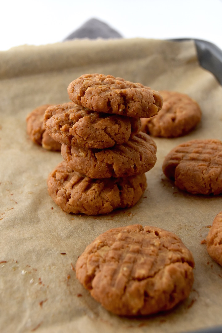 peanut-butter-oatmeal-cookies-made-with-just-5-ingredients