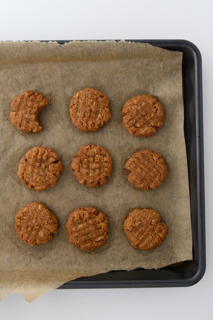 These Peanut Butter Oatmeal Cookies take 20 minutes to whip up and are made with just 5 ingredients