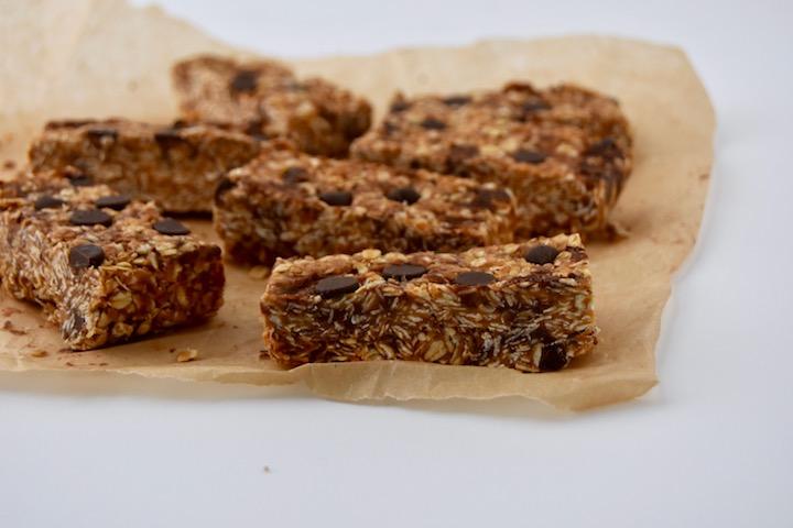 4 Ingredient Peanut Butter Chocolate Chip Granola Bars