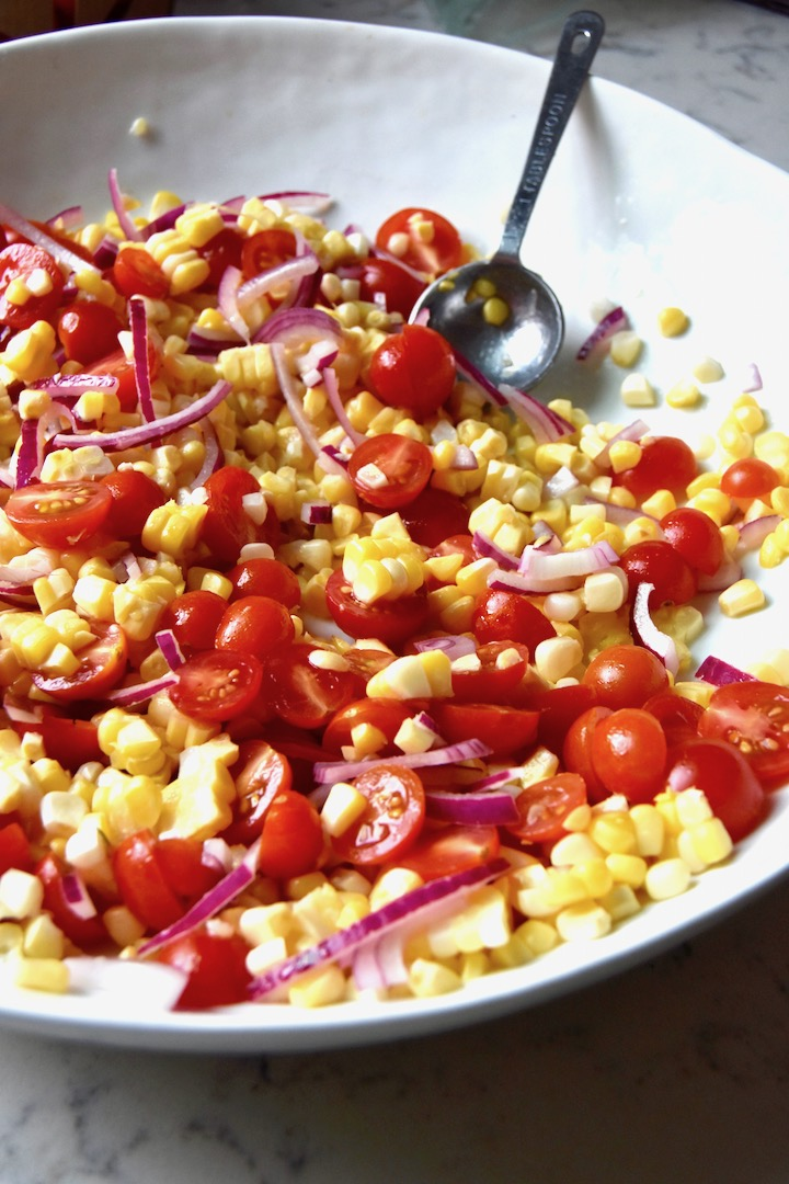 Marinating sweet corn, tomatoes and red onion